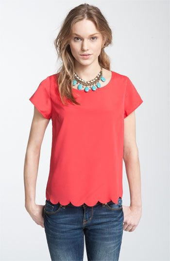 red peeled short-sleeved shirt with blue skinny jeans