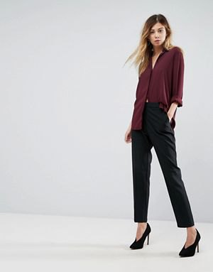 burgundy button up shirt with black chinos and heels