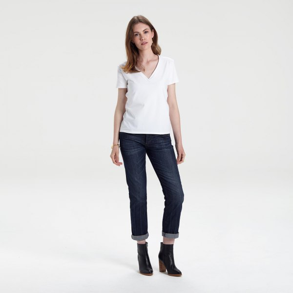 white v-neck shirt with dark blue cuffed skinny jeans