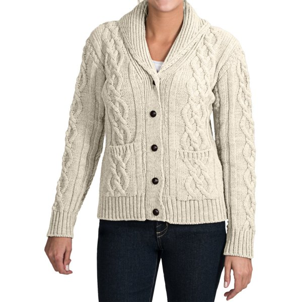 white knitted sweater cardigan with black skinny jeans
