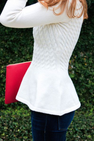 white knitted sweater with dark blue skinny jeans