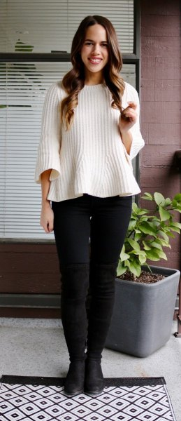 white ribbed sweater with black skinny jeans and leather shoes