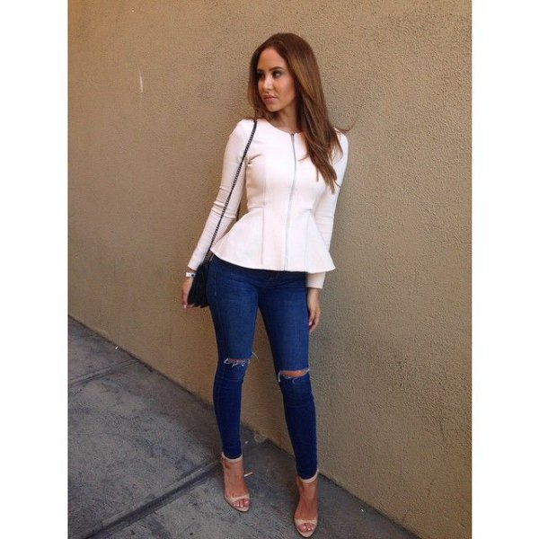 white blazer with blue jeans and pink heels with open toe