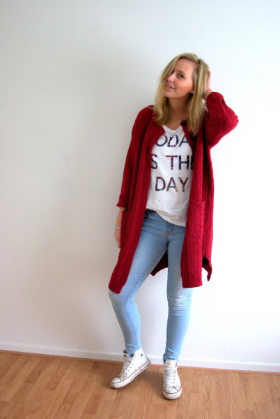 red long cardigan with white tee and light blue skinny jeans