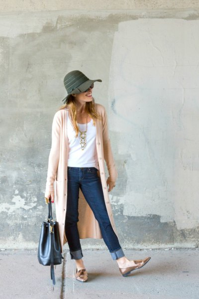 light pink duster shirt with gray floppy hat