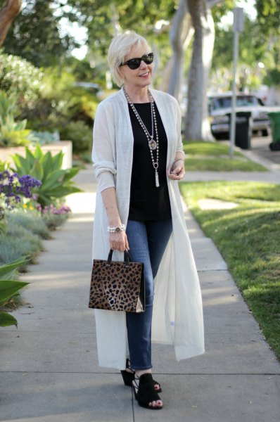 white duster shirt with black t-shirt and slim jeans