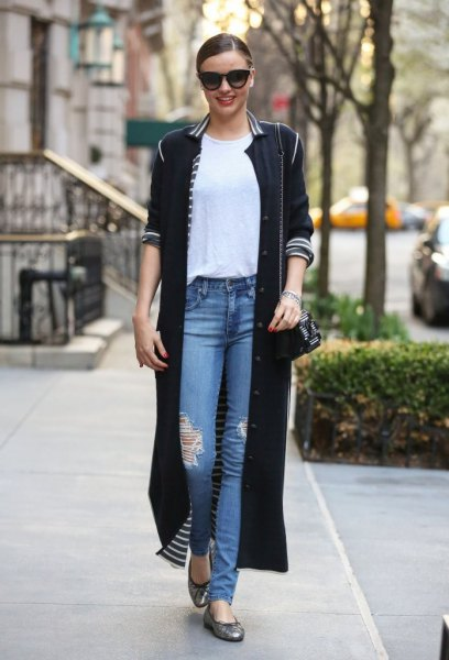 black maxi duster shirt with blue ripped jeans