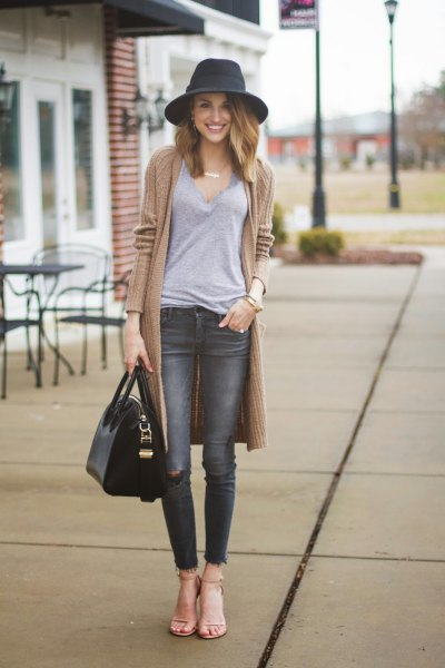 pink sweater with gray skinny jeans