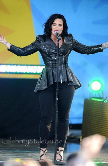 black leather jacket with skinny jeans