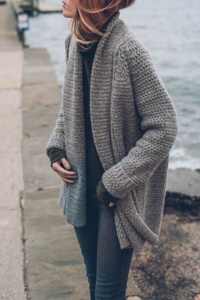 gray chunky knit cardigan with hollow sweater and skinny jeans