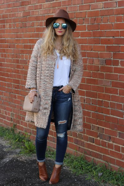 crepe chunky cardigan with white tee and ripped skinny jeans