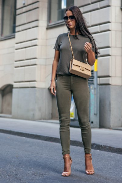 gray t-shirt with green skinny khaki jeans and pink heels