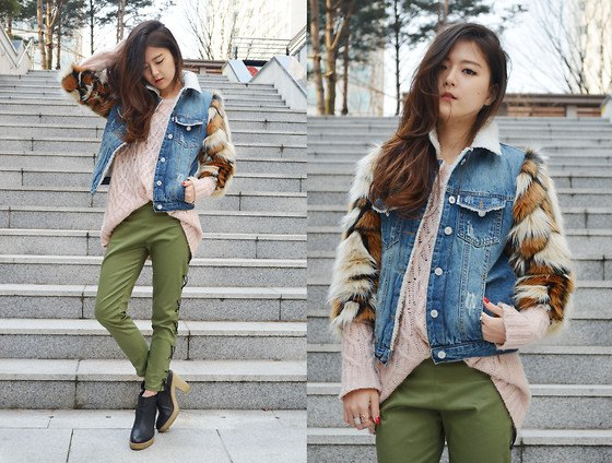 green khaki jeans with oversized blush shirt and blue denim jacket