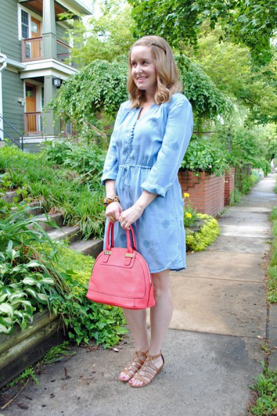 light blue mini chambray dress with pink leather bag