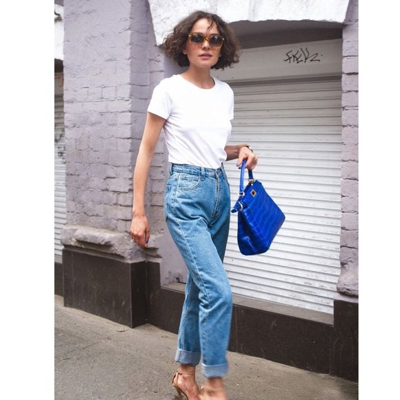white shirt neck t-shirt with blue razor vintage high waist jeans