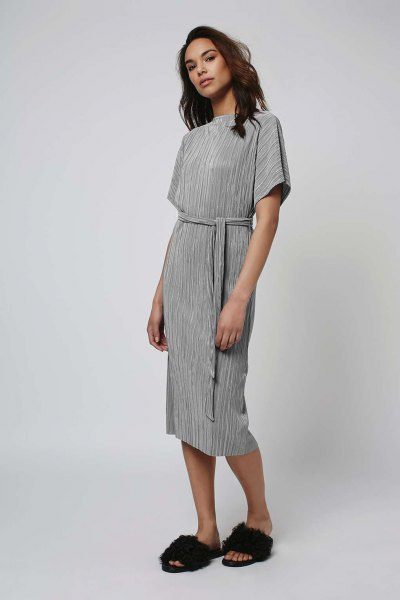 gray tie midi pleated dress with leather sandals