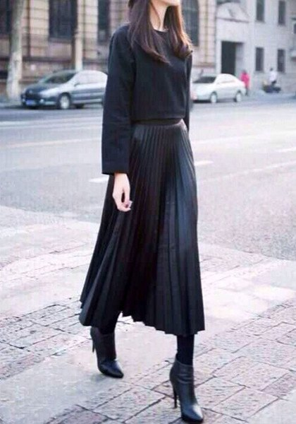black comfortable sweater with maxi pleated skirt