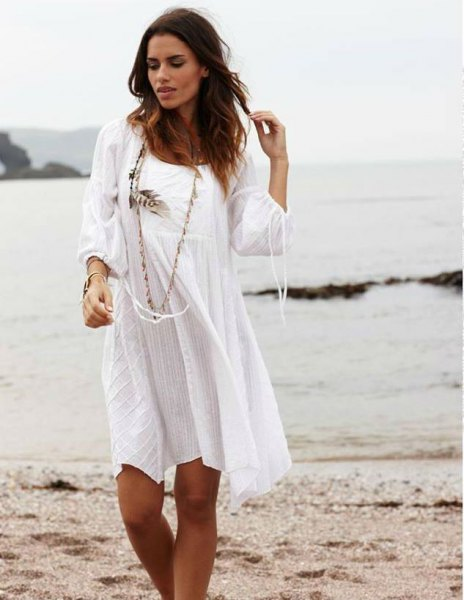white long-sleeved scoop neck mini-dress in cotton