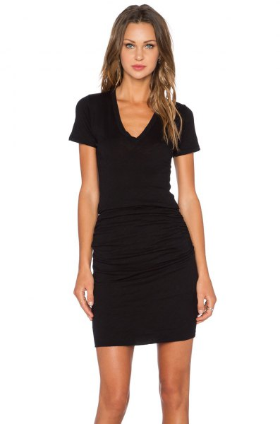 black short-sleeved v-neck ruched bodycon mini dress