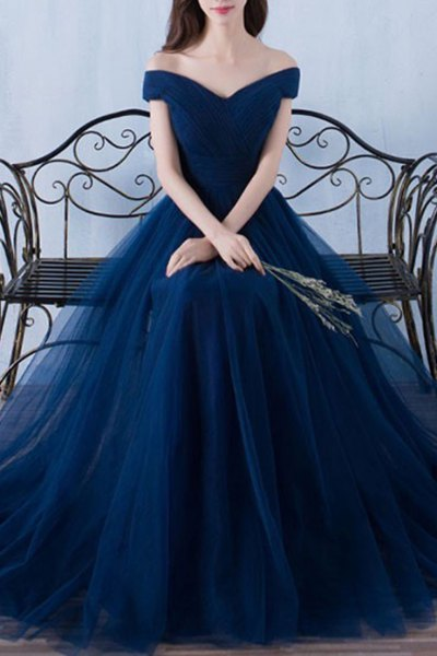 deep blue chiffon from the shoulder dress in the evening