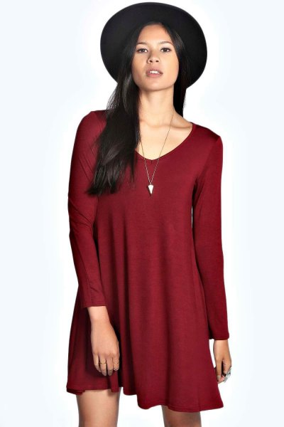 burgundy dress with black felt hat