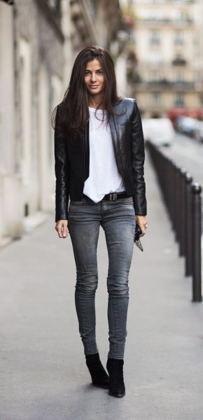black blazer with gray skinny jeans and suede ankle shoes