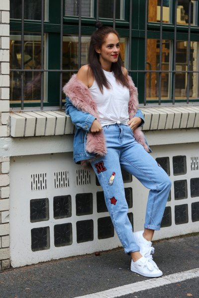 blue denim jacket with gray fur line and mom jeans