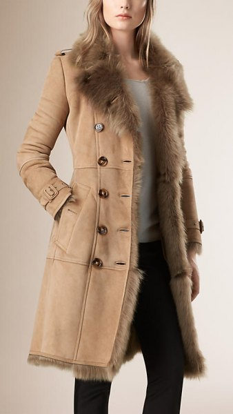 light camel shear coat with white top and black skinny jeans
