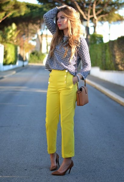 patterned teal shirt with yellow jeans