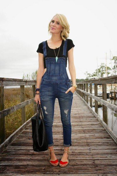 black cropped t-shirt with blue denim skinny overalls