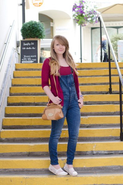 red ribbed fit shirt with blue skinny overall