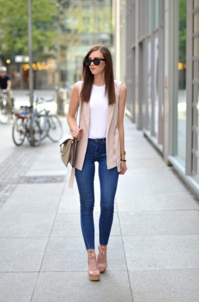 light pink sleeveless blazer with white vest top and skinny jeans