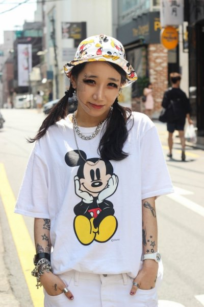 cartoon printed white and yellow bucket hat with tee and jeans