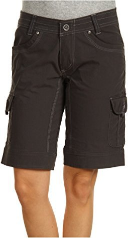 gray t-shirt black long load shorts