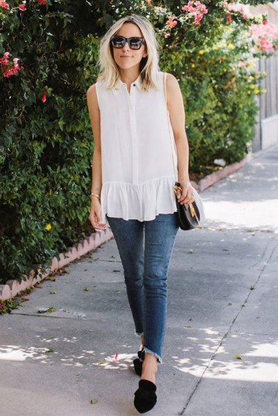 white sleeveless ruffle blouse cropped skinny jeans