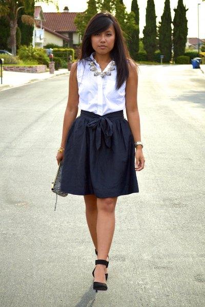 black elasticated waist-blown mini skirt