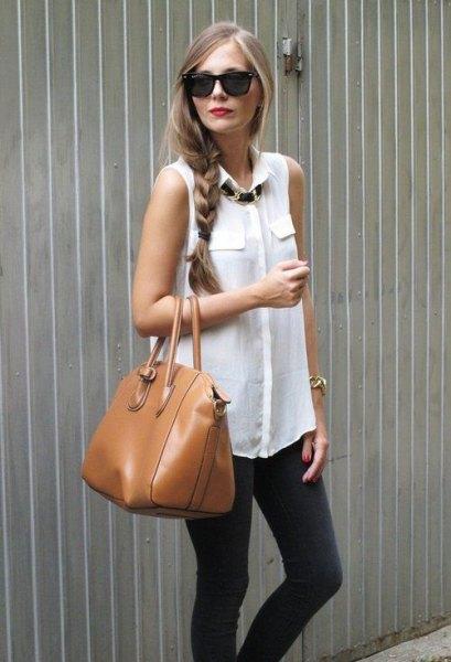 white sleeveless blouse gray skinny jeans