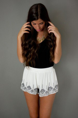 white boho style floating shorts black v-neck t-shirt