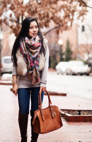 white faux fur vest skinny jeans
