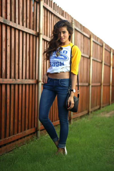yellow and white cropped baseball tee skinny jeans
