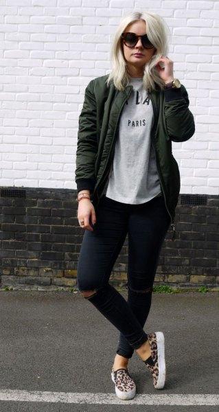 light gray tee black ripped skinny jeans