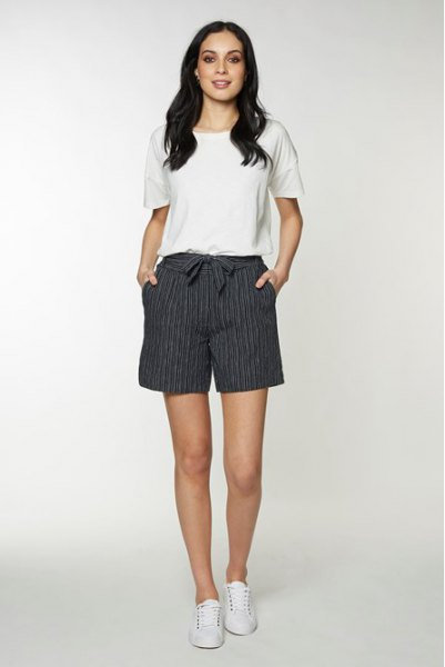 white t-shirt gray and white band bow shorts