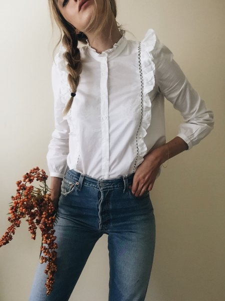 white ruffle shape matching blouse blue skinny jeans