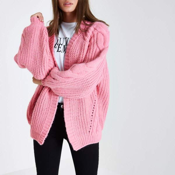 pink oversized cable knit cardigan white tee black jeans