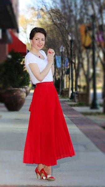 red maxi pleated skirt white chiffon t-shirt