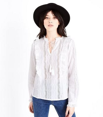 white lace collarless shirt black felt hat