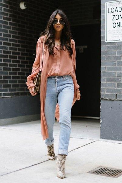 rouge pink blouse light blue boyfriend jeans