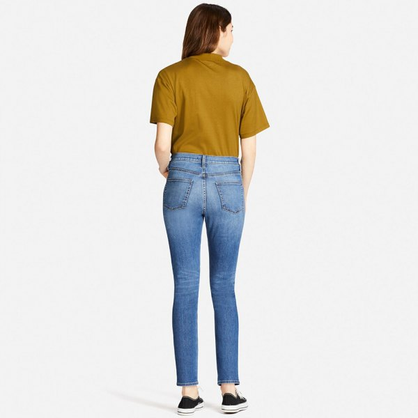 green tee light blue high waist cigarette jeans