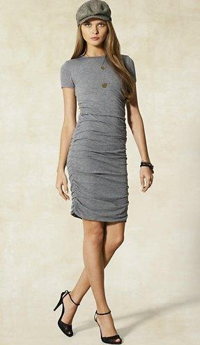 gray t-shirt dress flat cap