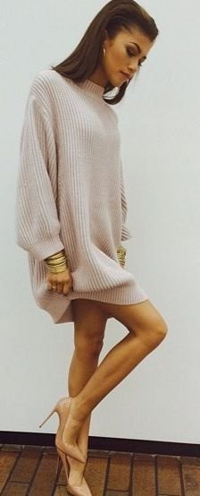 white oversized knitted sweater in neck